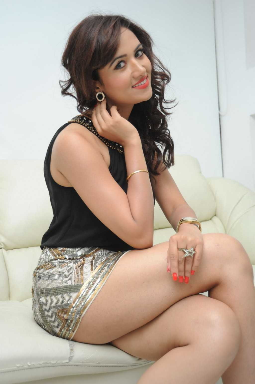 South-Indian-Actress-Preeti-Rana-Hot-Thigh-Show-Photos-14