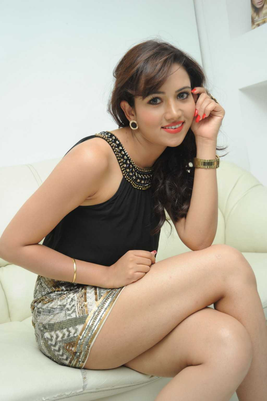 South-Indian-Actress-Preeti-Rana-Hot-Thigh-Show-Photos-3