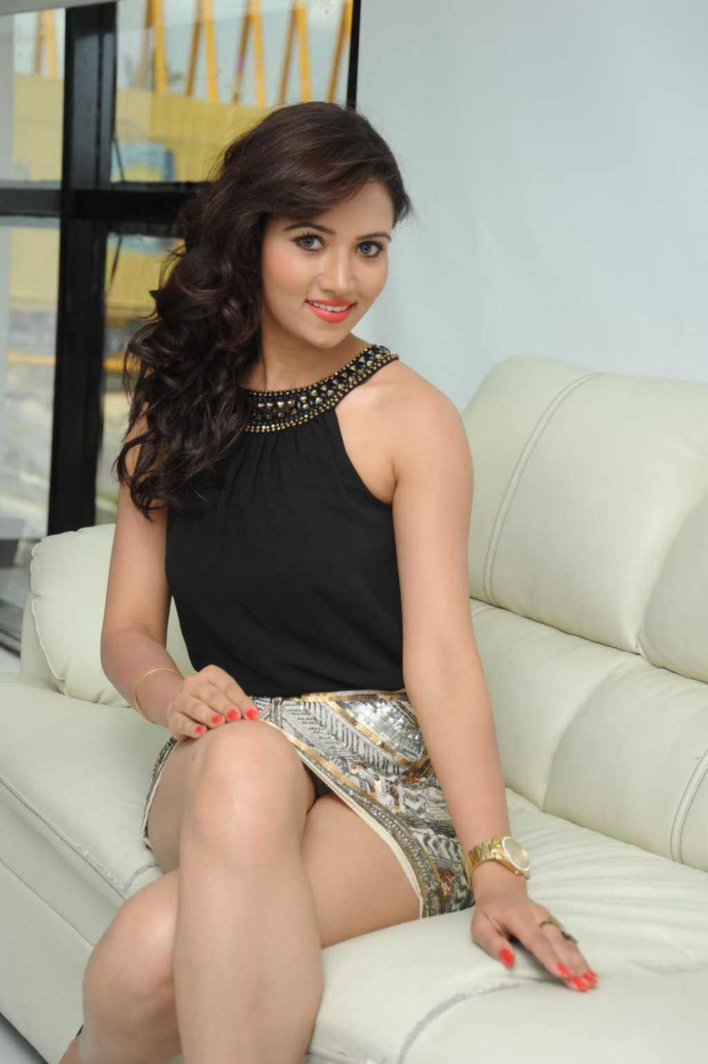 South-Indian-Actress-Preeti-Rana-Hot-Thigh-Show-Photos-9